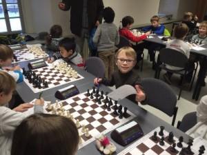 Niels, der erst seit kurzem Schach spielt, versuchte ausdauernd seine Gegnerzu bezwingen und hat in Heldrungen Spielerfahrung gesammelt und das Aufschreiben der verschiedenen Züge gelernt. Das ist für einenErstklässler eine große Herausforderung.